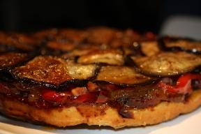 Tatin d'aubergine, poivrons, lardons