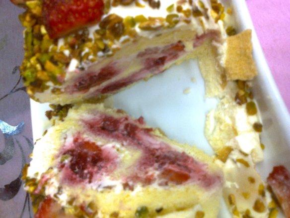 Bûche roulé aux fraises et aux framboises à l'italienne
