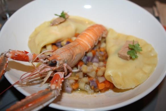 Ravioles de langoustines et pétoncles au foie gras sur sa brunoise de légumes oubliés, bouillon de langoustines